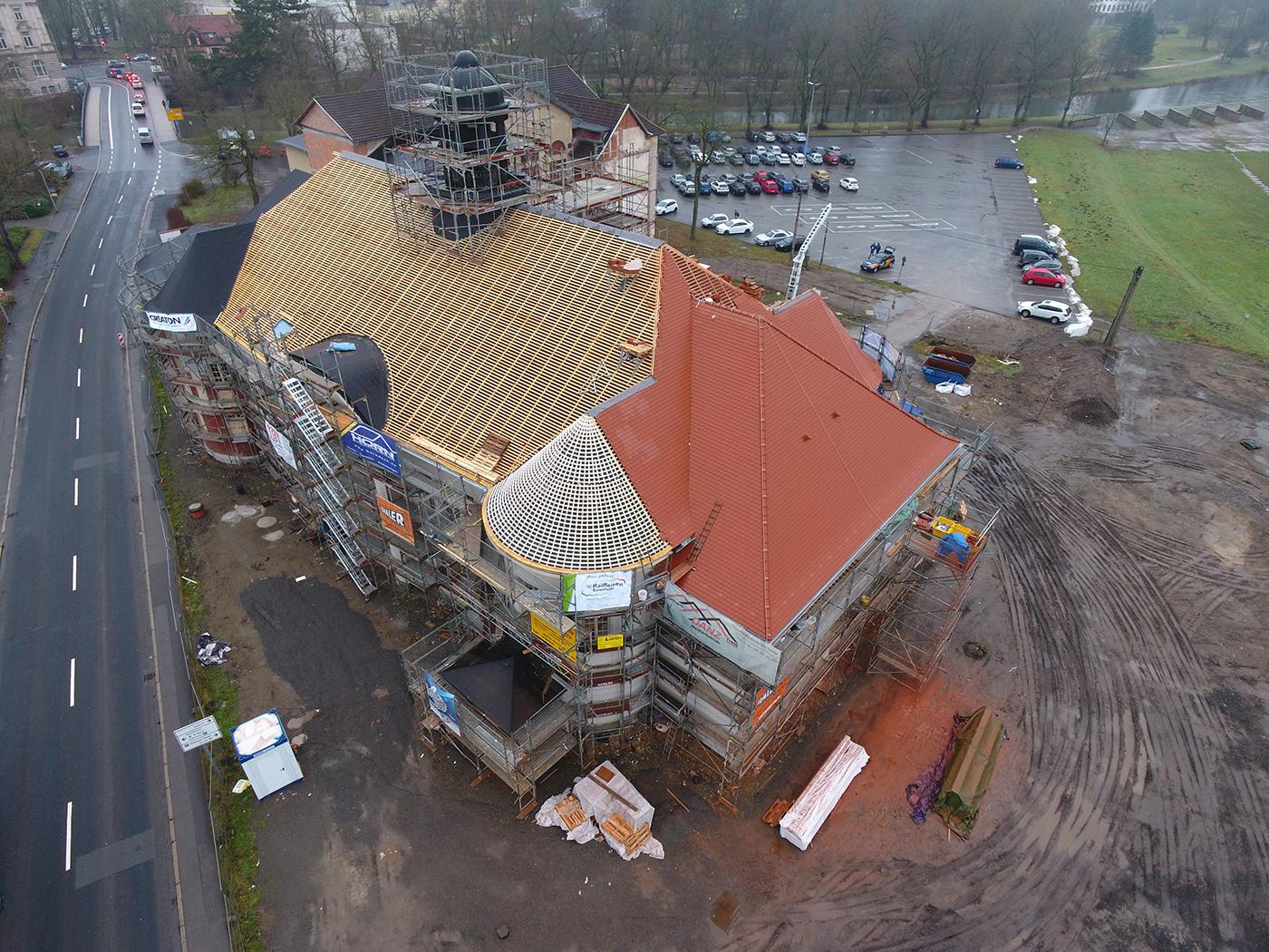 Die Eindeckung beginnt (Fotos: Horn Bedachungen GmbH & Co. KG)