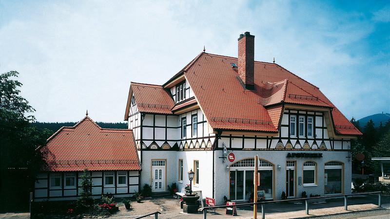 Denkmalgeschütztes Gebäude mit Biber KLASSIK naturrot