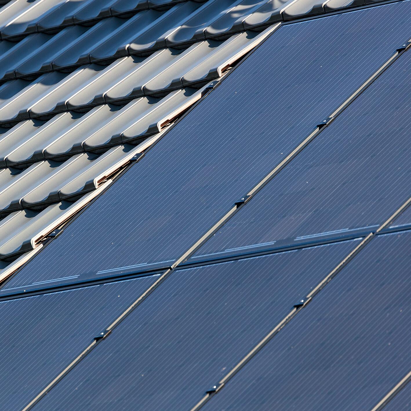 Die neue Creaton Photovoltaik-Anlage ist komplett in das Dach integrierbar. Foto: Creaton GmbH