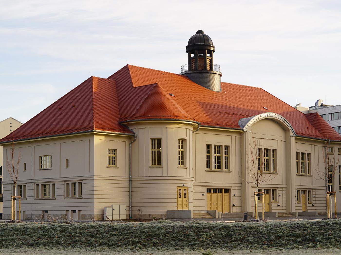 Gesamtansicht auf das Dach des Volkshauses Meiningen (Fotos: Horn Bedachungen GmbH & Co. KG)