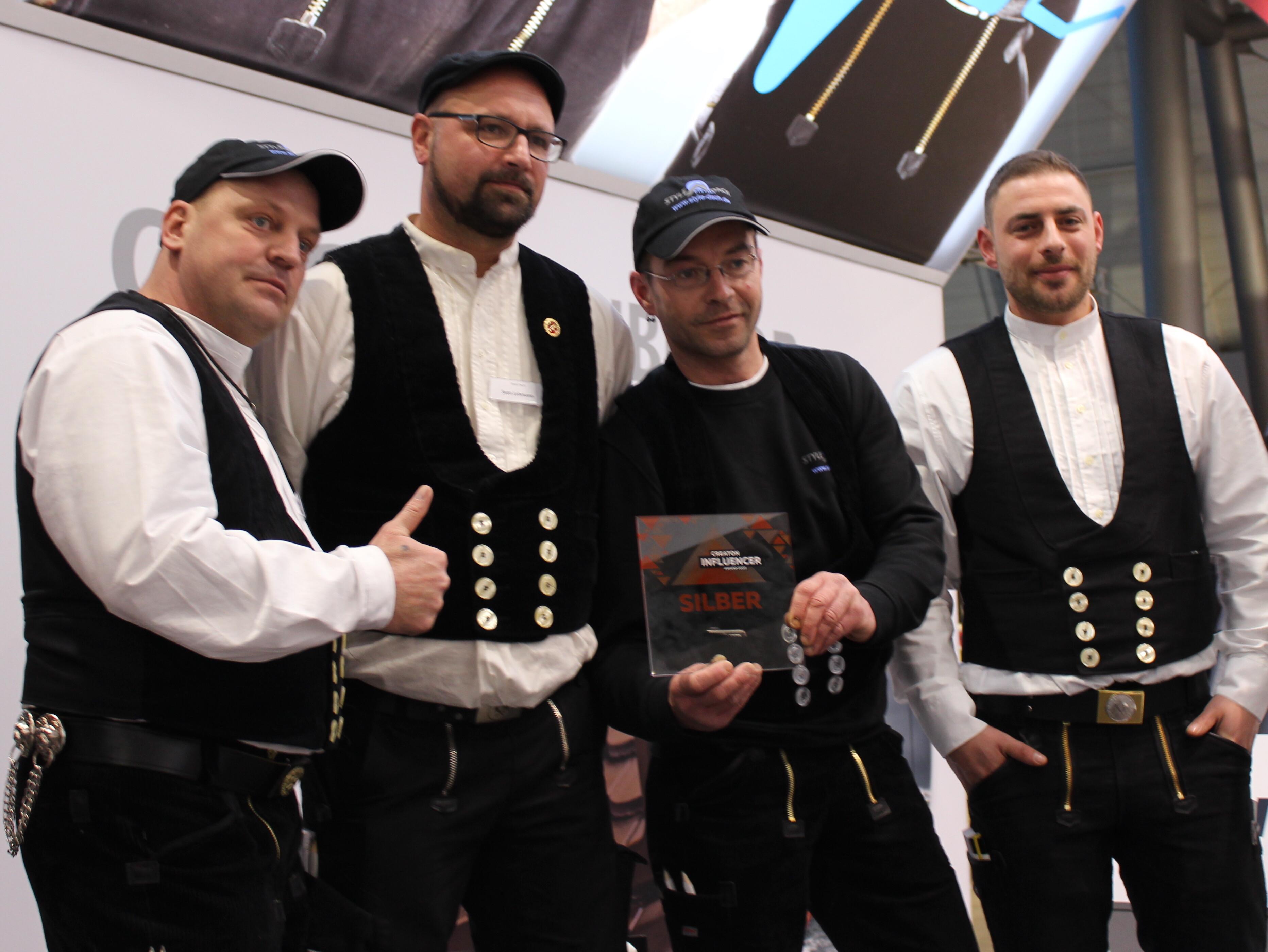 """Mirko Fischer und sein Team von """"Style Dach"""" freuen sich über den zweiten Platz."""
