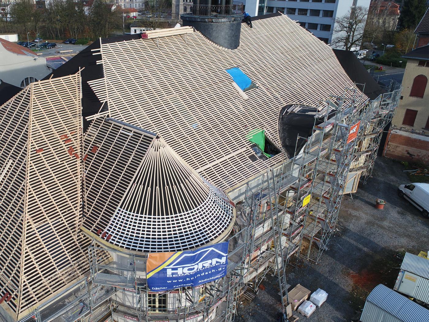 Die Lattung ist am besten von oben sichtbar (Fotos: Horn Bedachungen GmbH & Co. KG)