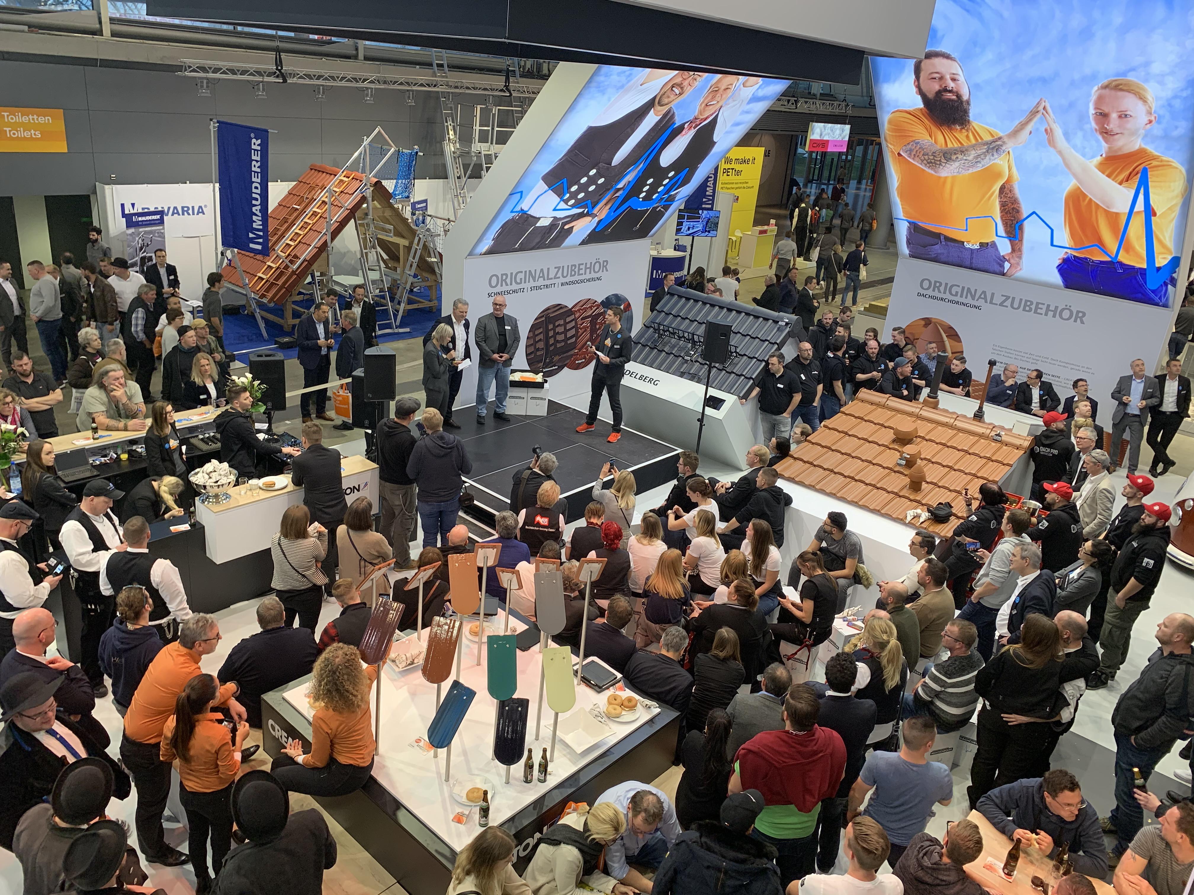 Groß war das Interesse an der Verleihung des ersten Creaton Influencer Award auf der Dach+Holz International.