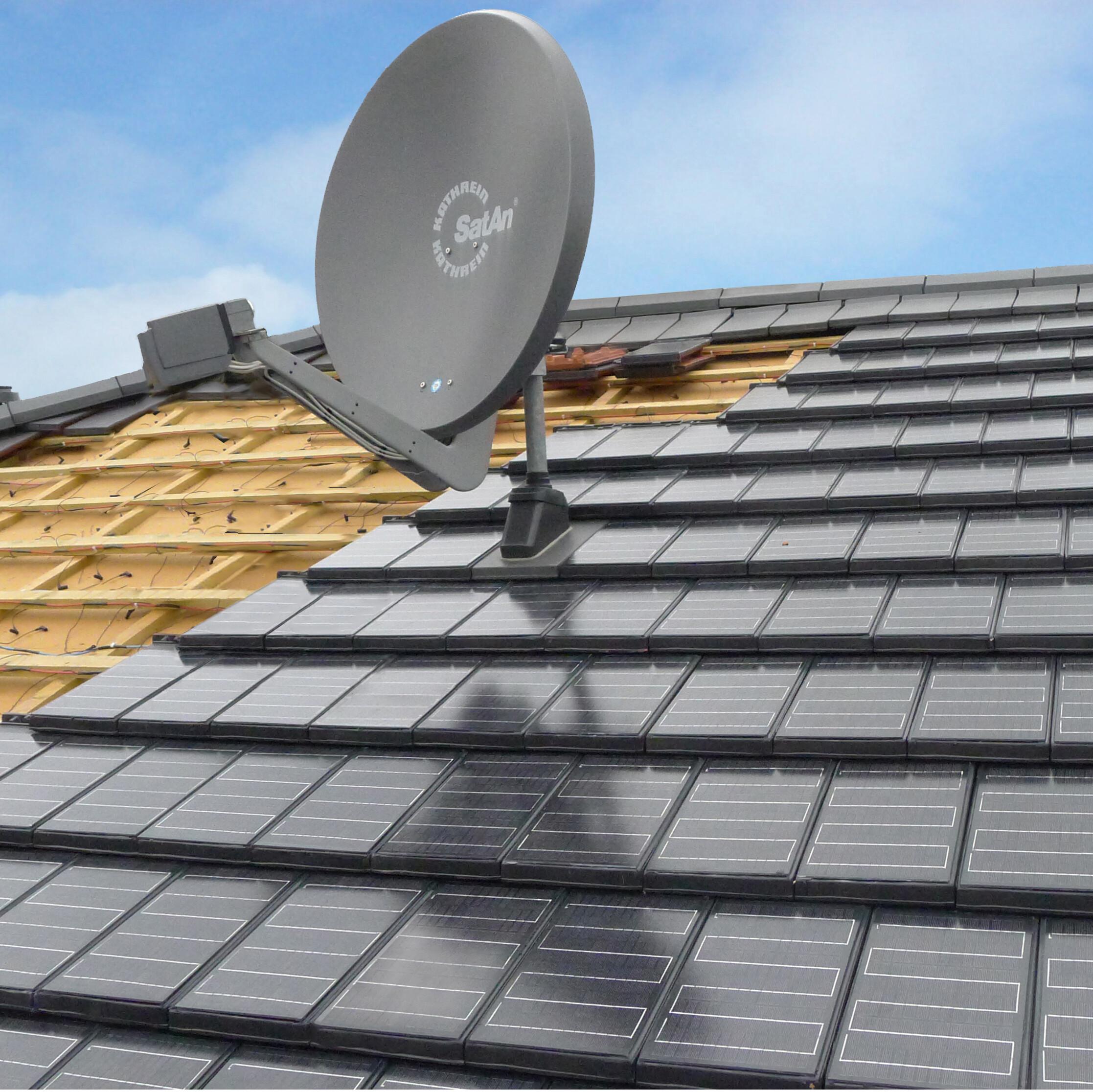Die elegante Alternative für kleinteilige Dächer: Autarq-Solarziegel auf Basis des Creaton-Glattziegels Domino. Foto: Creaton GmbH